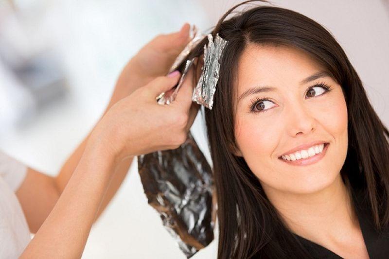 صبغ الشعر يعمل على تغيير الإطلالة
