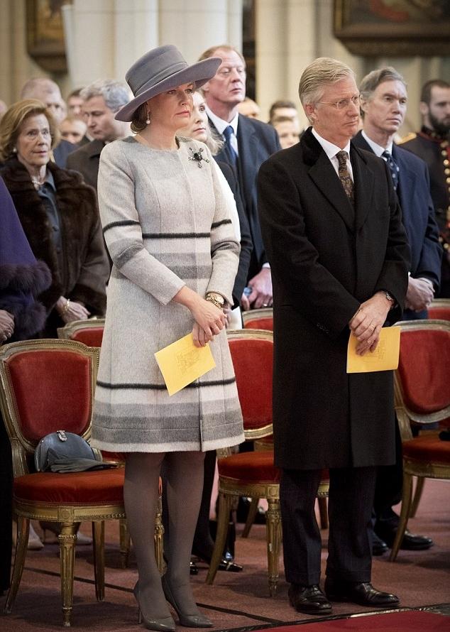 ملكة بلجيكا بصحبة زوجها الملك فيليب في ذكرى المتوفين من أفراد العائلة المالكة