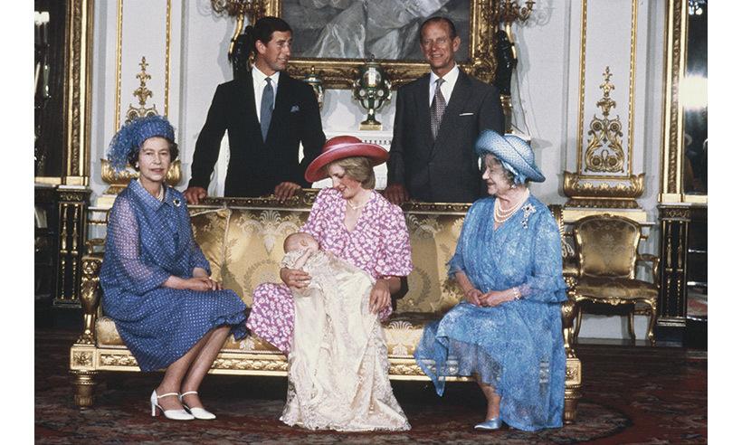 أبرز المناسبات التي ارتدت فيها الملكة إليزابيث الثانية بروش الملكة فيكتوريا كانت مراسم تعميد حفيدها الأمير وليام