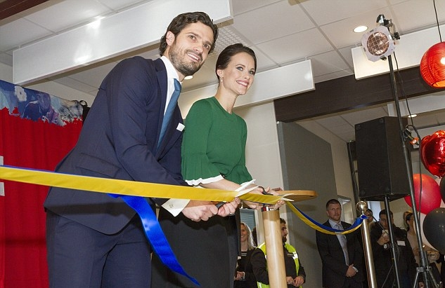 الأميرة صوفيا أثناء افتتاحها وزوجها لمركز فريشوسيت