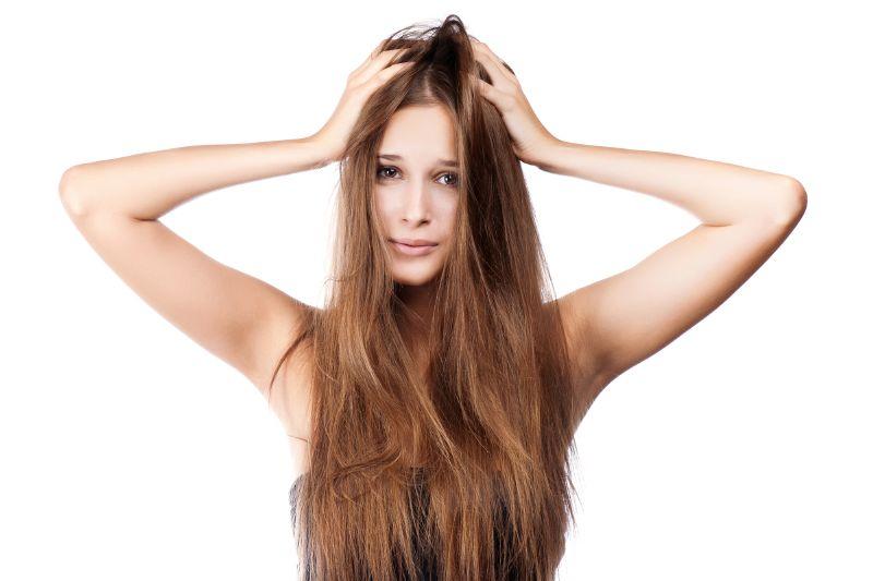 الإصابة بالصدفية من أسباب انتشار قشرة الشعر