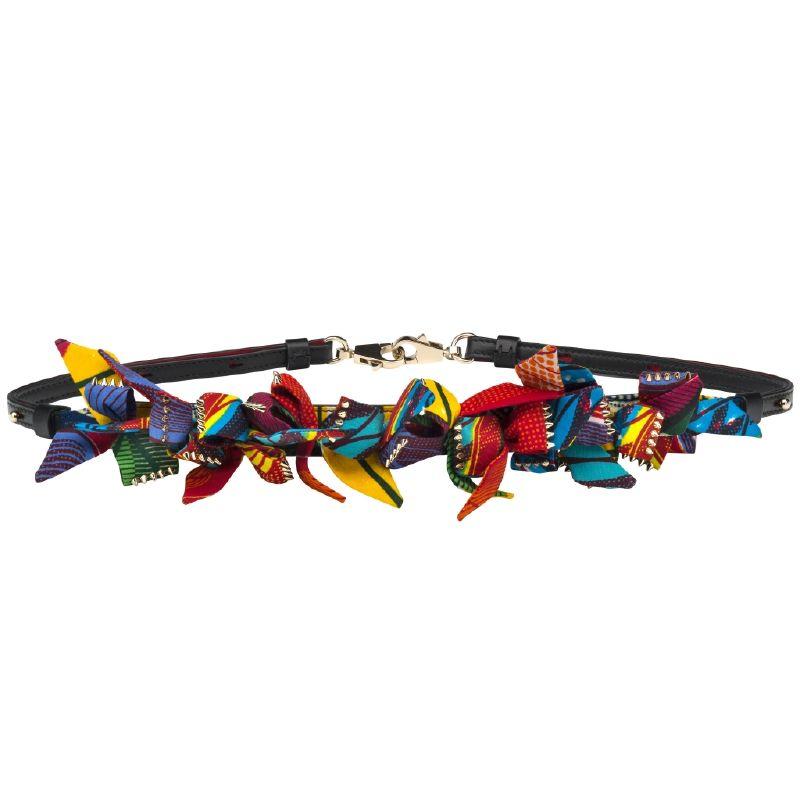 الحمالة الجميلة Africartemis بألوان أقمشتها الزاهية و المرحة