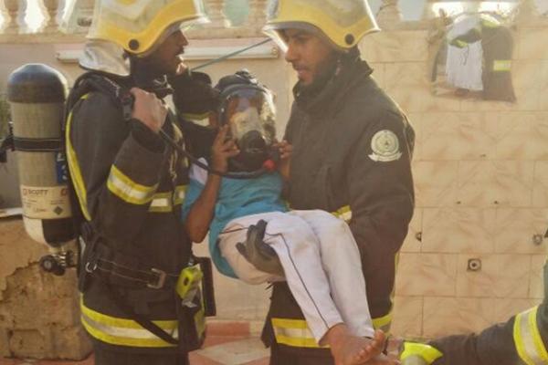 الدفاع المدني ينقذ عائلة من حريق بمنزلهم في ضمد