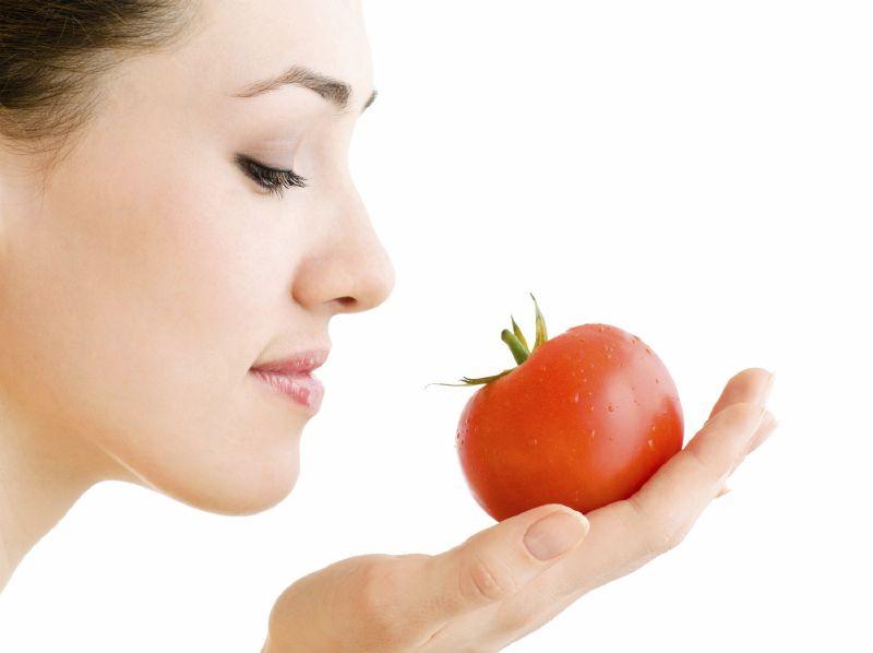 الطماطم يساعدك على الحصول على أظافر قوية وذات مظهر صحي