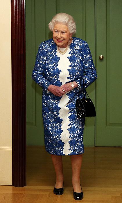 الملكة إليزابيث الثانية اعتادت ارتداء البروش في مناسبات عديدة