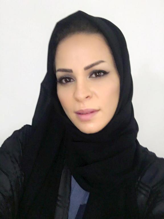 مني السابر والدة حلا الترك