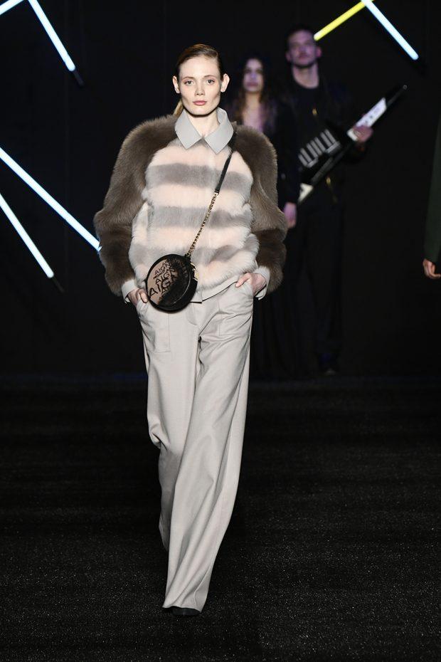 من مجموعة AIGNER في أسبوع الموضة في ميلان