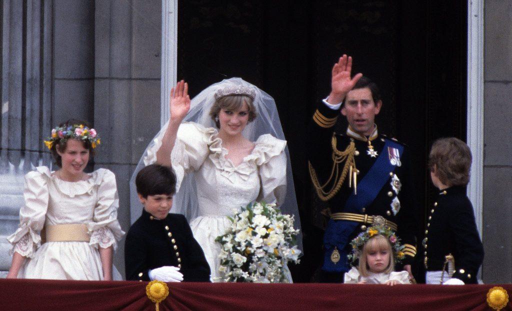 هل بكى الأمير تشارلز في الليلة التي سبقت حفل زفافه على الأميرة ديانا
