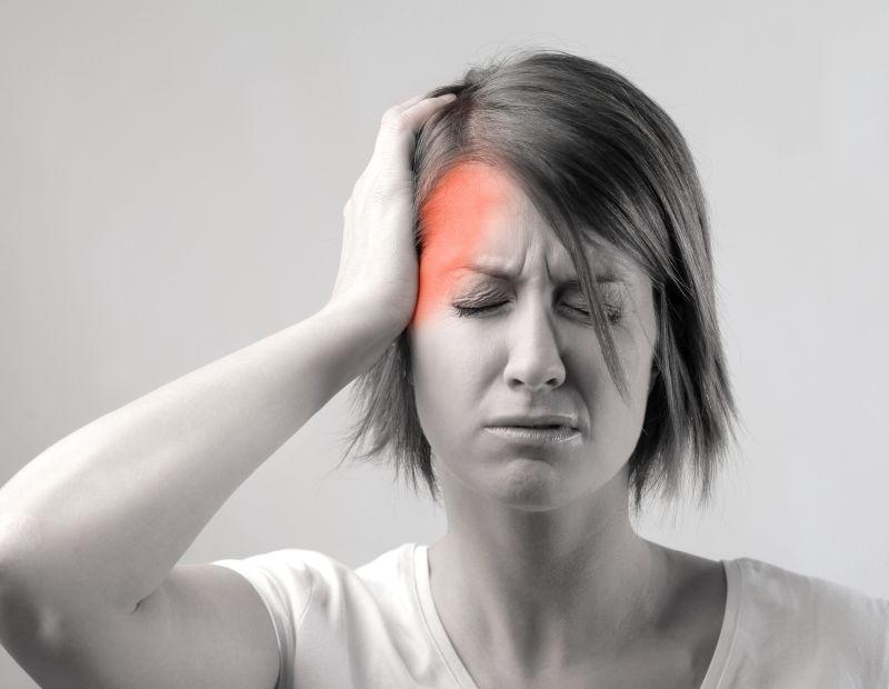 أسباب إصابة النساء بالصداع النصفي