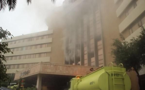 إخلاء فندق ميريديان بالطائف بسبب حريق بالطابق الثالث