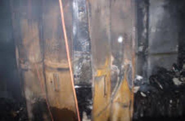 إخلاء نزلاء الفندق من قبل الدفاع المدني وإخماد الحريق