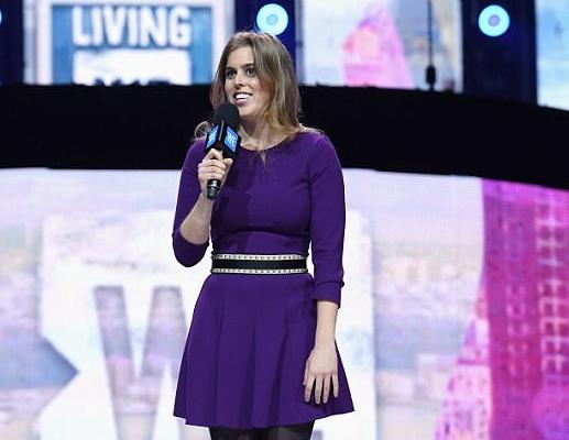 الأميرة بياتريس قامت بإلقاء كلمة على المسرح في الفاعلية الخيرية
