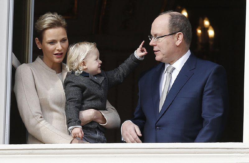 الأميرة تشارلين ترغب في تعليم طفليها السباحة