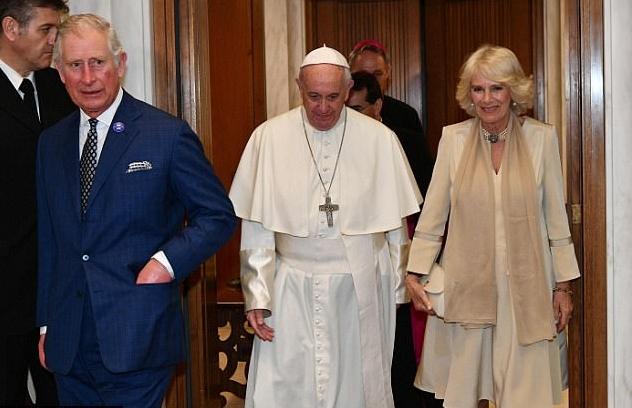 الأمير تشارلز وزوجته دوقة كورنوال يقابلان البابا