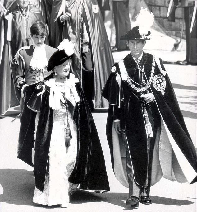الملكة الأم والأمير تشارلز