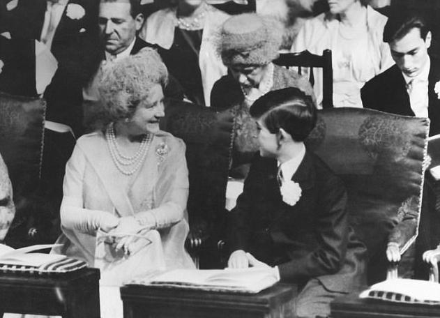 الملكة الأم وتشارلز