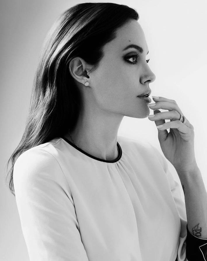 النجمة أنجيلينا جولي