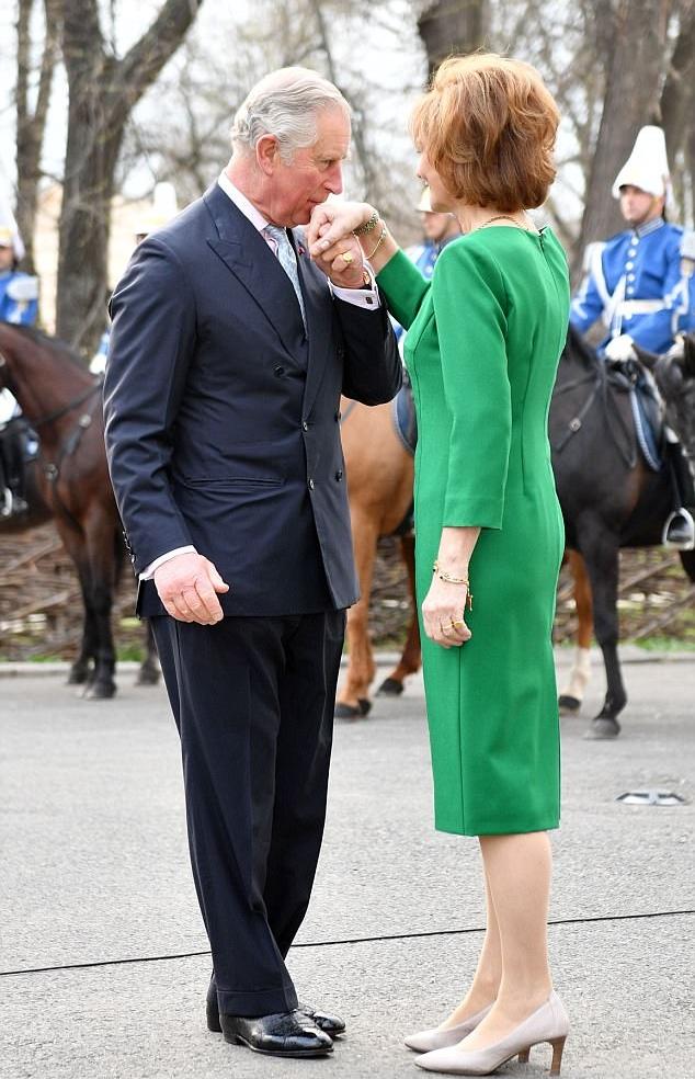 دوقة كورنوال ترافق زوجها الأمير تشارلز