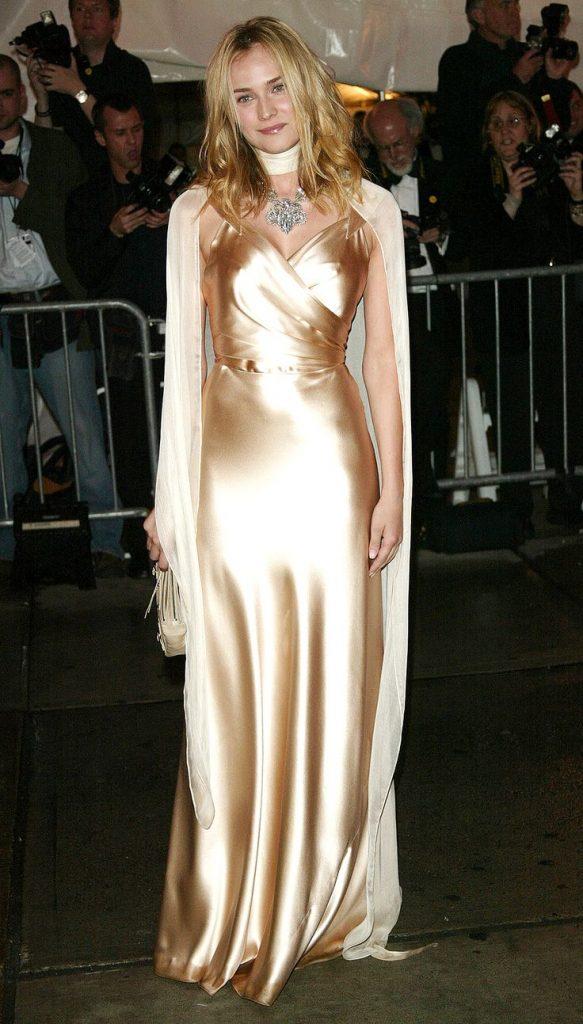 ديان كروجر (Diane Kruger) في إطلالة من ماركة Balenciaga في عام 2004