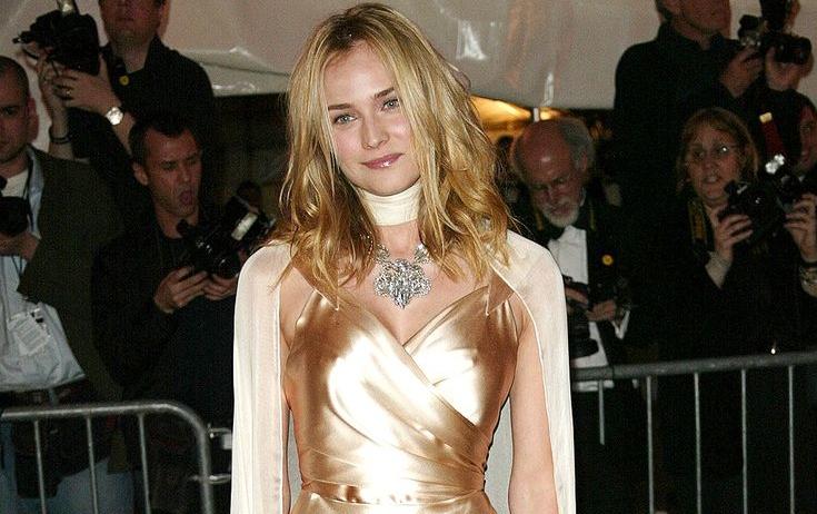 ديان كروجر (Diane Kruger) في إطلالة من ماركة Balenciaga في عام 2004121