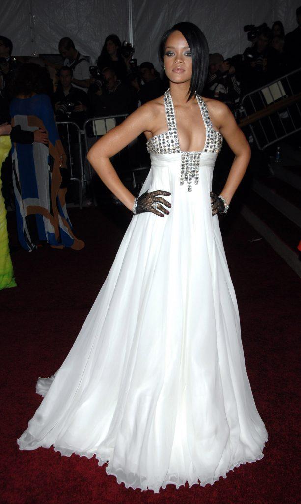 ريهانا (Rihanna) في إطلالة من ماركة Georges Chakra في عام 2007