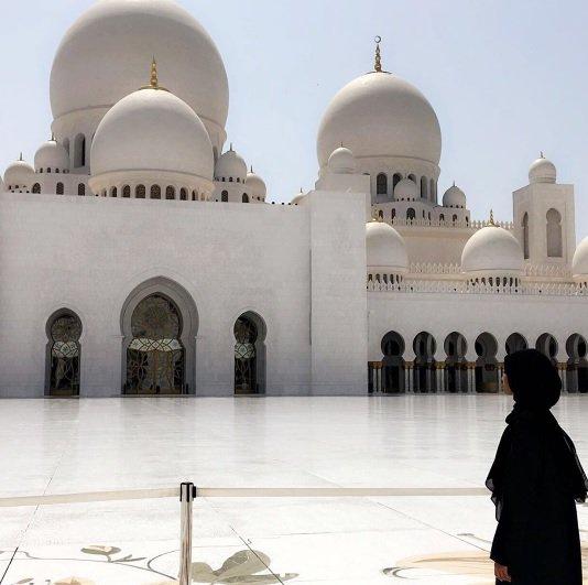 عارضة الازياء حليمة عدن زارت جامع الشيخ زايد