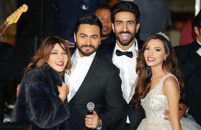 كارمن سليمان وزوجها الملحن مصطفى جاد مع تامر حسني وسميرة سعيد