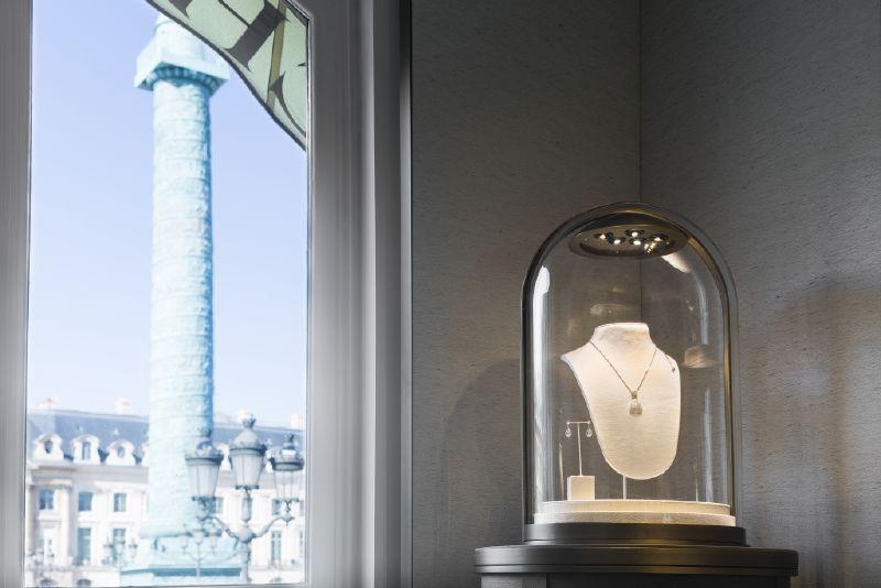 مجوهرات شوميه تصاميم الدار بالرابط القوّي الذي يجمع بين شخصين
