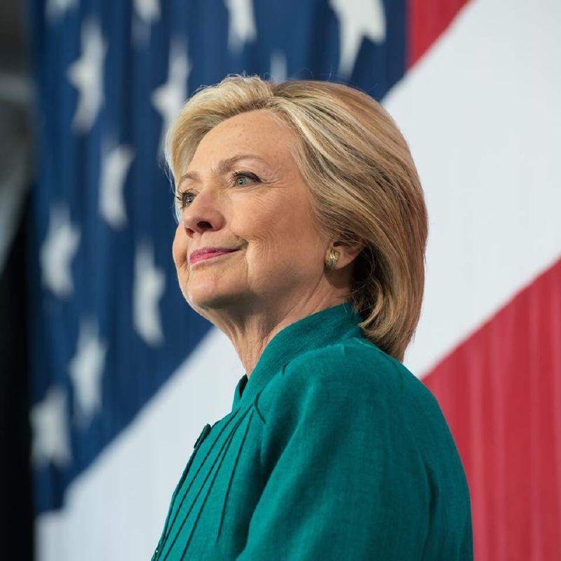 هيلاري كلينتون  في أول ظهور لها بعد خسارة الانتخابات الأمريكية