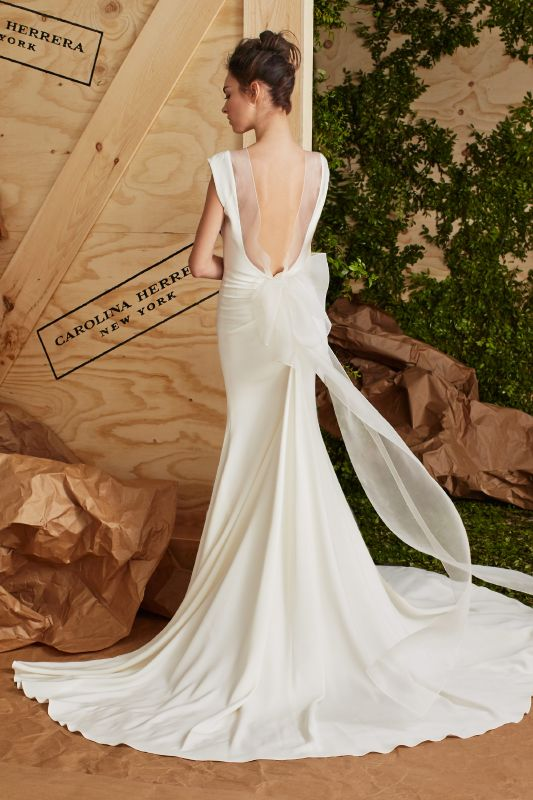 Carolina Herrera تشكيلة مبهرة ومميزة بكل عناصرها