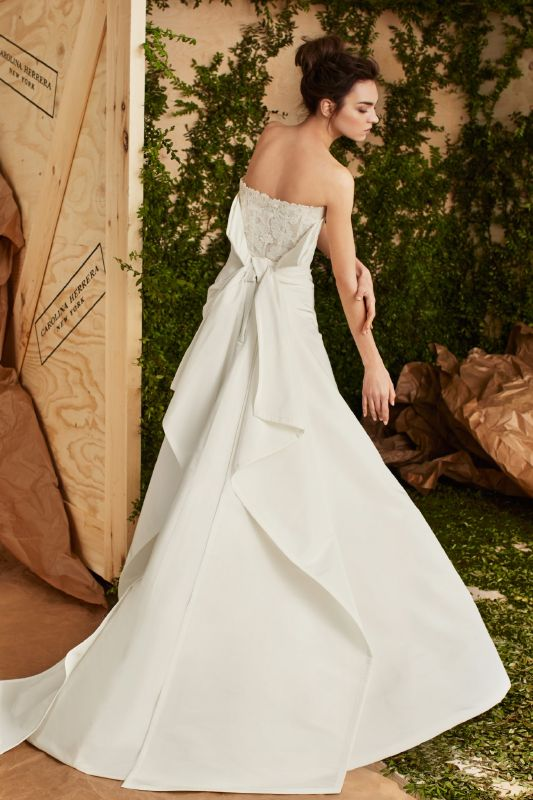 Carolina Herrera حاضنة للجمال اللا متناهي والذوق الكلاسيكي الذي لا يفنى