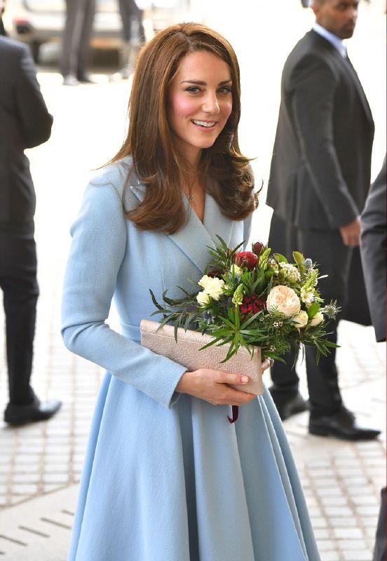 كيت ميدلتون في الزيارة الرسمية المنفردة الثانية لها بدون زوجها الأمير وليام