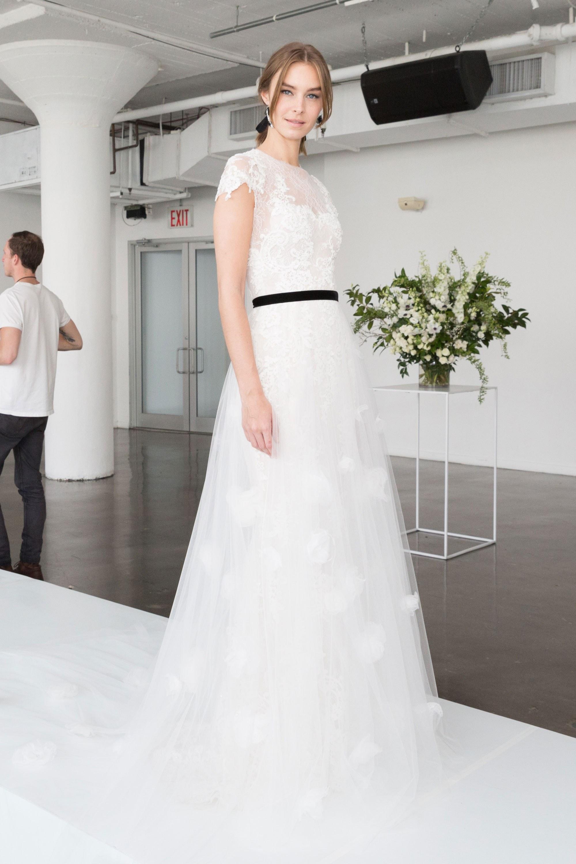 مجموعة فساتين زفاف لخريف وشتاء 2018 من ماركيزا
