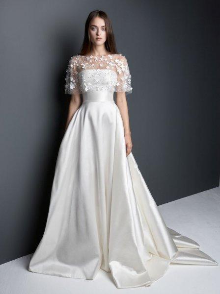 97bf62b4c وقد مبدت جميع الفساتين غاية النعومة والرومانسية حتى تلك التي تحتوي على  سراويل وقمصان طويلة، ولآن نتركك مع الفاساتين.