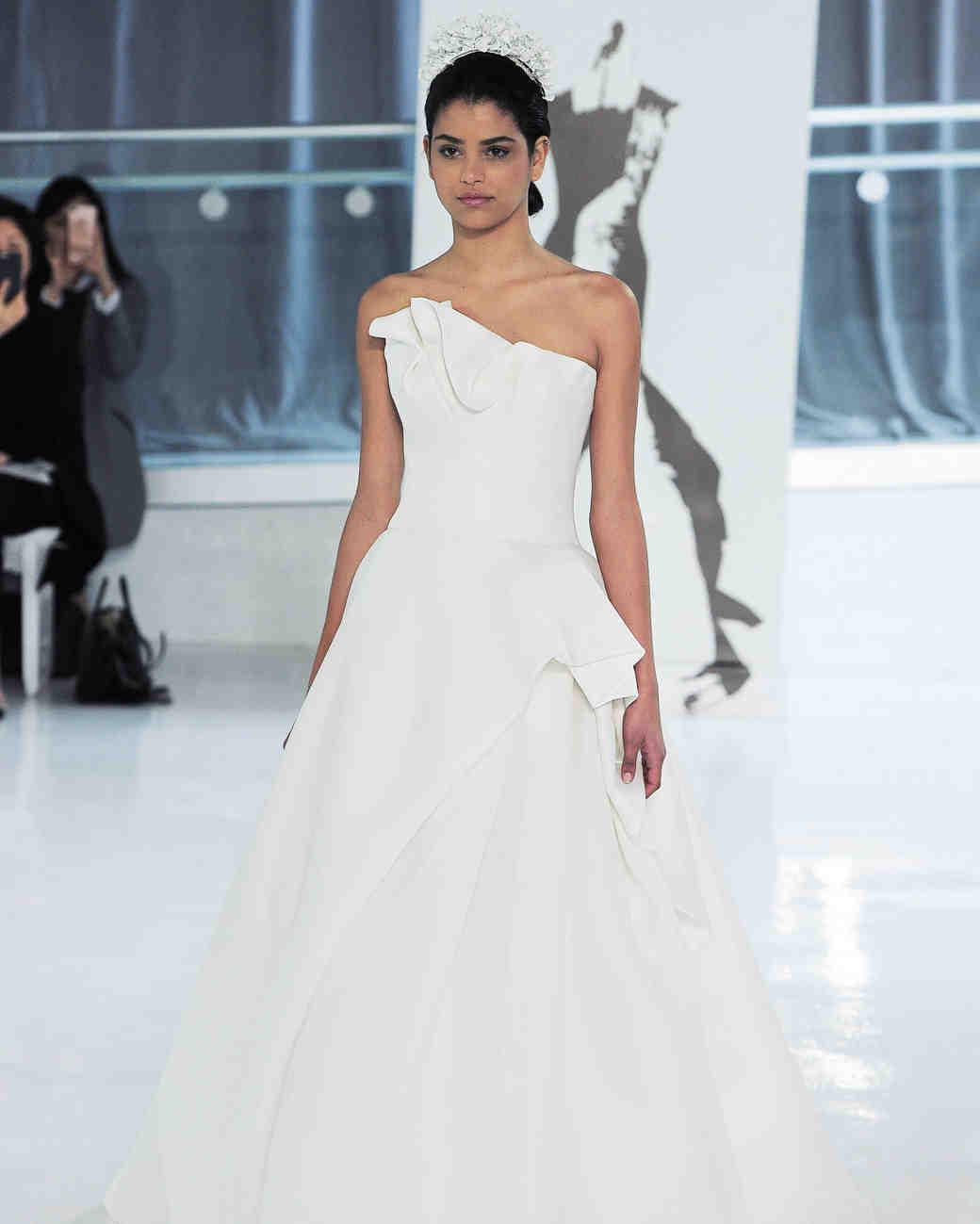 موديلات فساتين زفاف عصرية من تصميم بيتر لانغير لربيع 2018