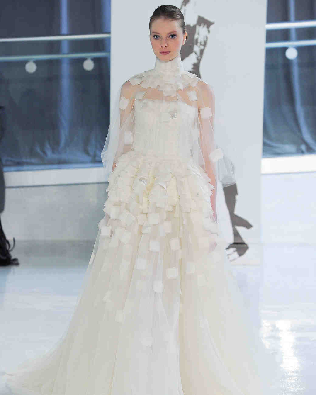 d0f0dd817 نبذة عن بيتر لانغير بيتر لانغير هو مصمم أزياء إيطالي موهوب، خاصة في تصاميم  فساتين