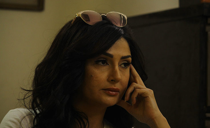 غادة عبد الرازق تستعين بالشرطة للقبض على زوجها في مسلسل ارض جو
