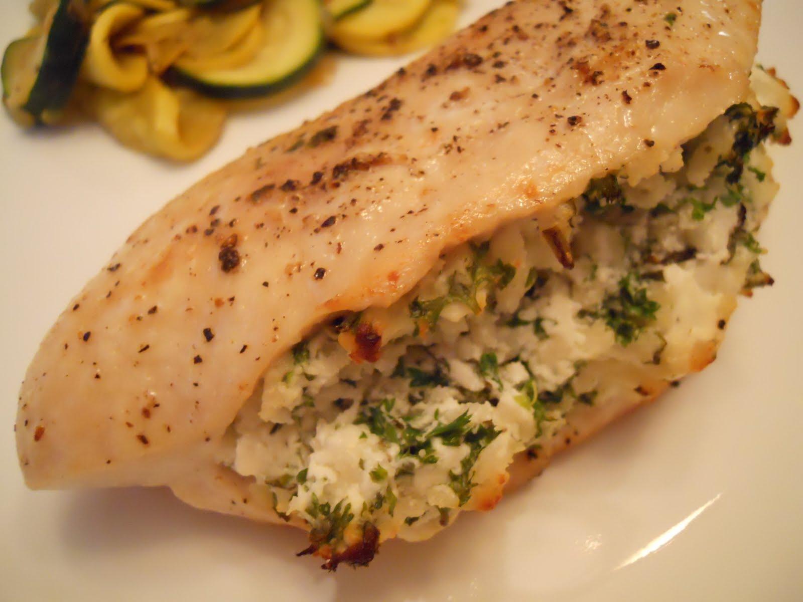 اكلات رمضان صدور دجاج محشية سبانخ وجبن مع الاعشاب