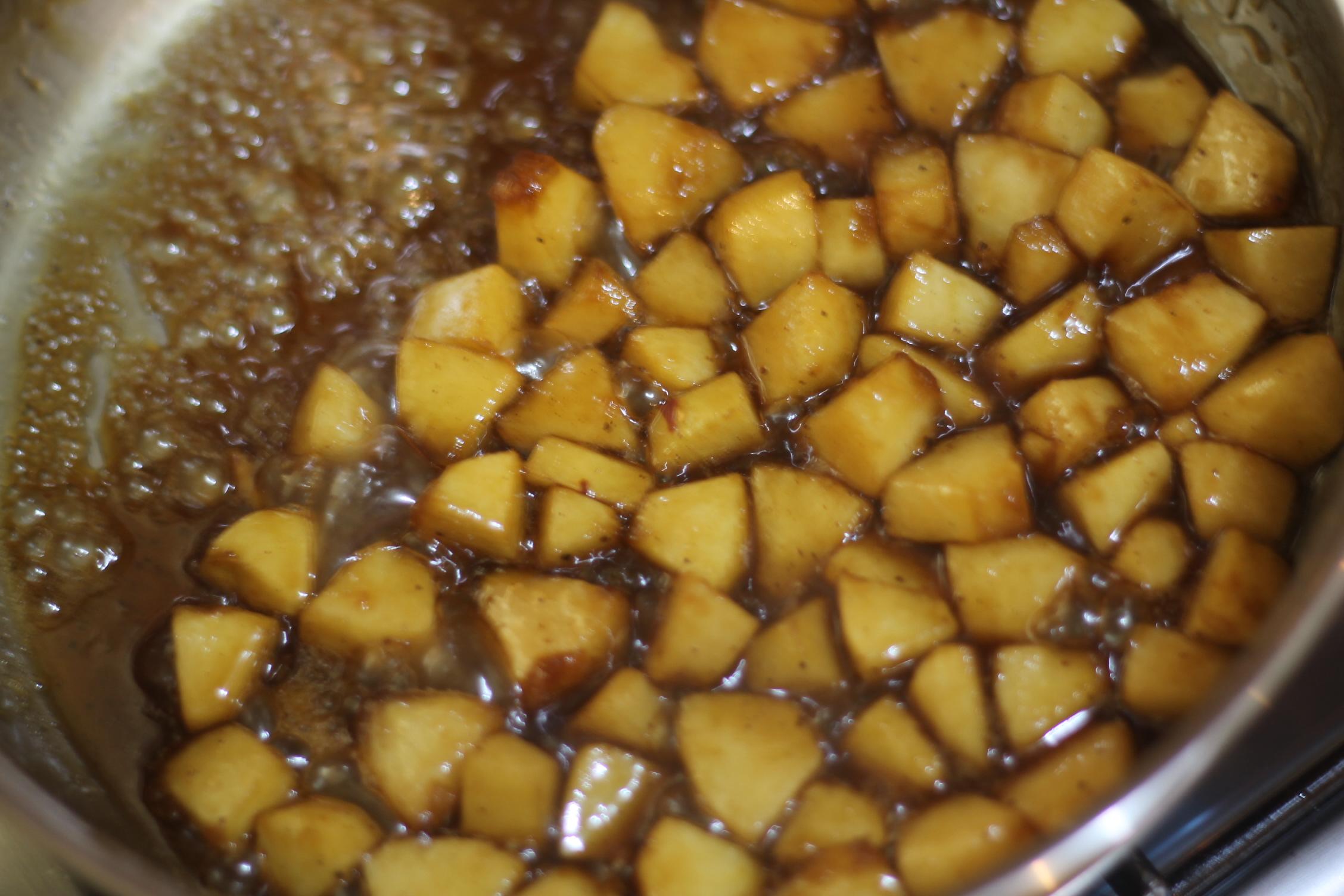 حلويات رمضان وصفة قطايف بحشوة التفاح