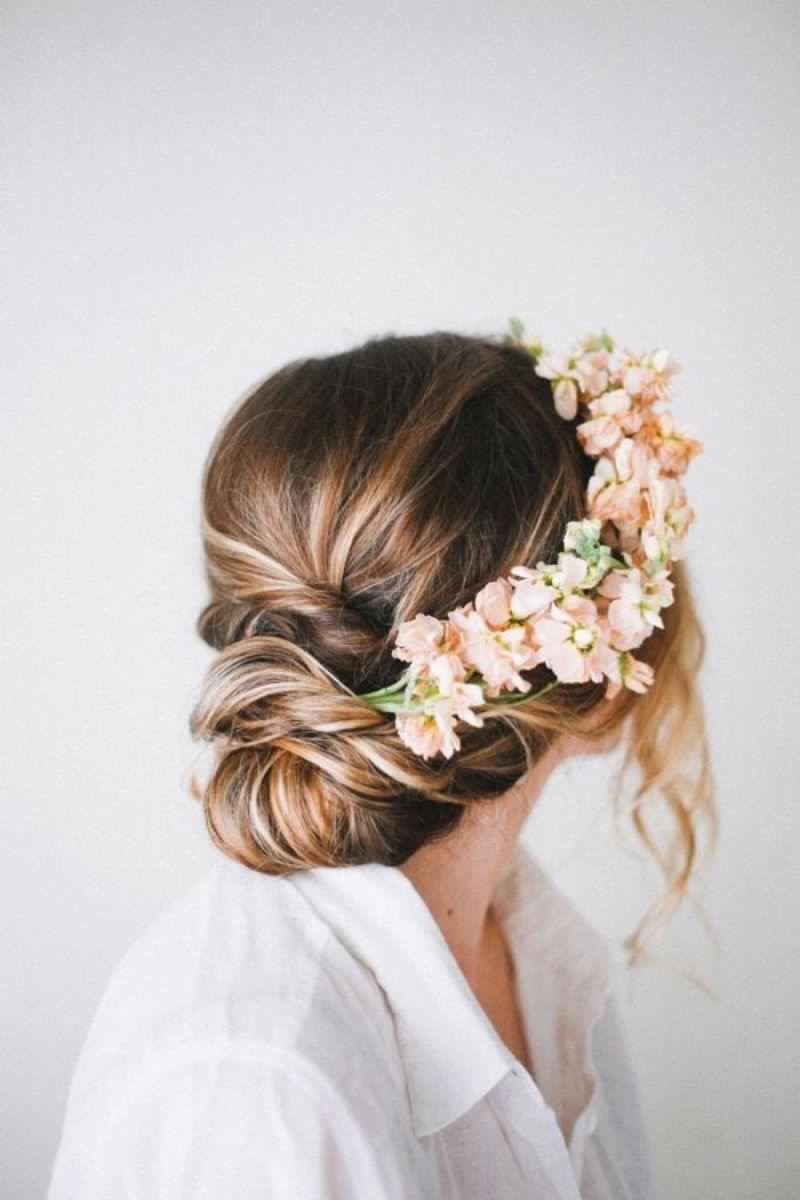 تسريحة شعر طوق الورد للبنات في الصيف