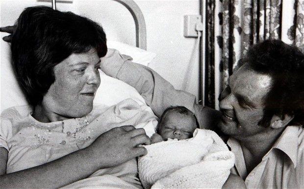 من-هو-أول-طفل-انابيب-في-العالم-؟- (13)