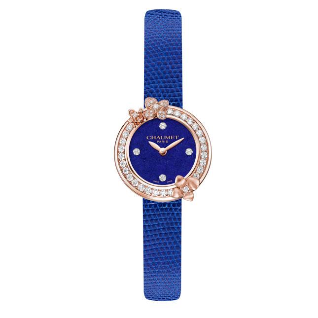 ساعة-لونها أزرق