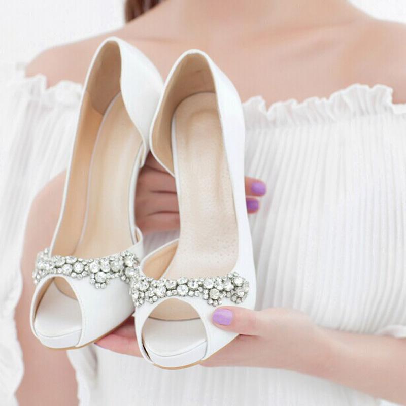 احذية-بيضاء-بسترس