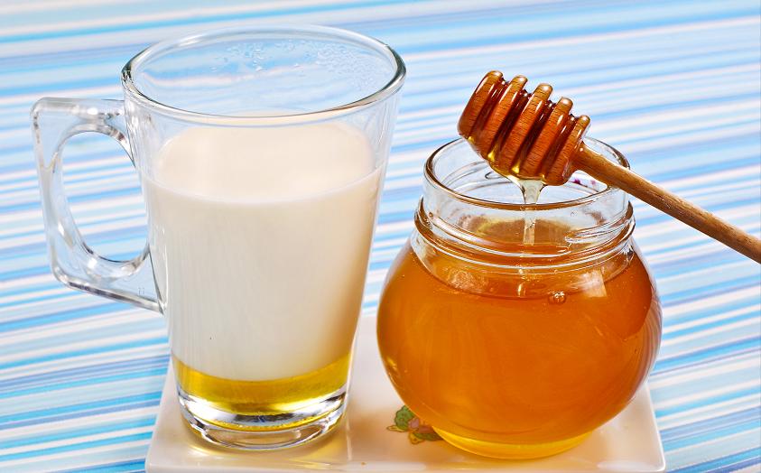 فوائد الحليب والعسل