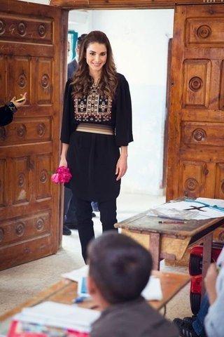 بالصور-اجمل-ازياء-الملكة-رانيا-العبدالله- بمناسبة- عيد- مولدها- (1)