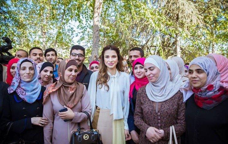 بالصور-اجمل-ازياء-الملكة-رانيا-العبدالله- بمناسبة- عيد- مولدها- (13)