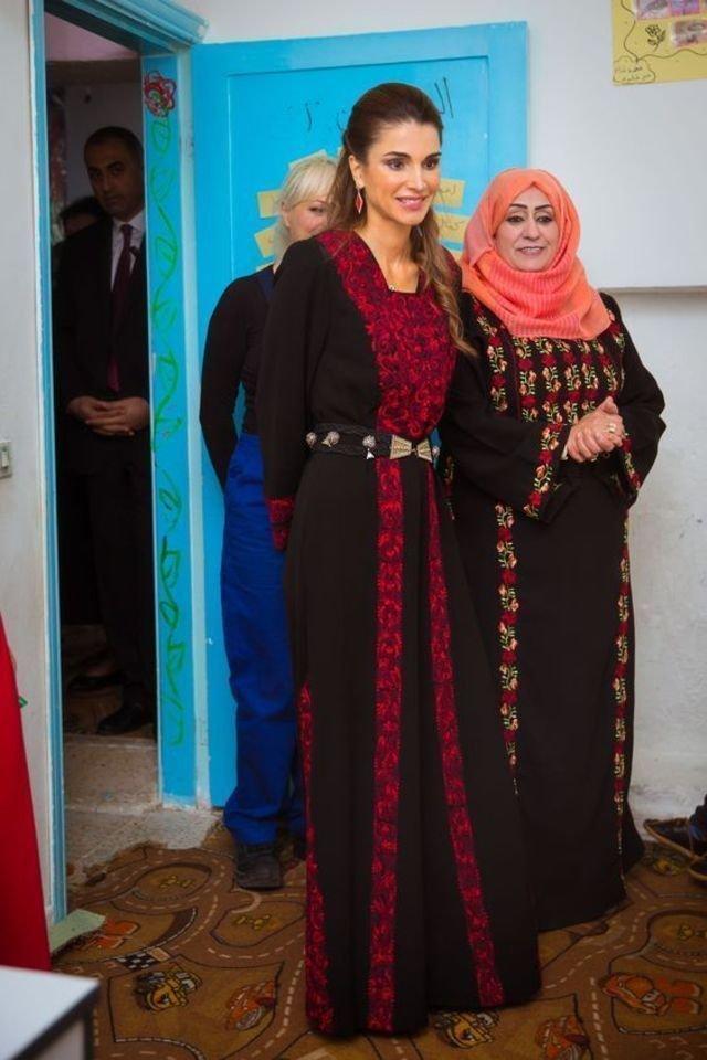 بالصور-اجمل-ازياء-الملكة-رانيا-العبدالله- بمناسبة- عيد- مولدها- (15)