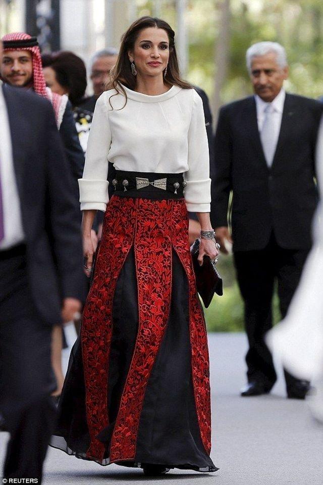 بالصور-اجمل-ازياء-الملكة-رانيا-العبدالله- بمناسبة- عيد- مولدها- (18)