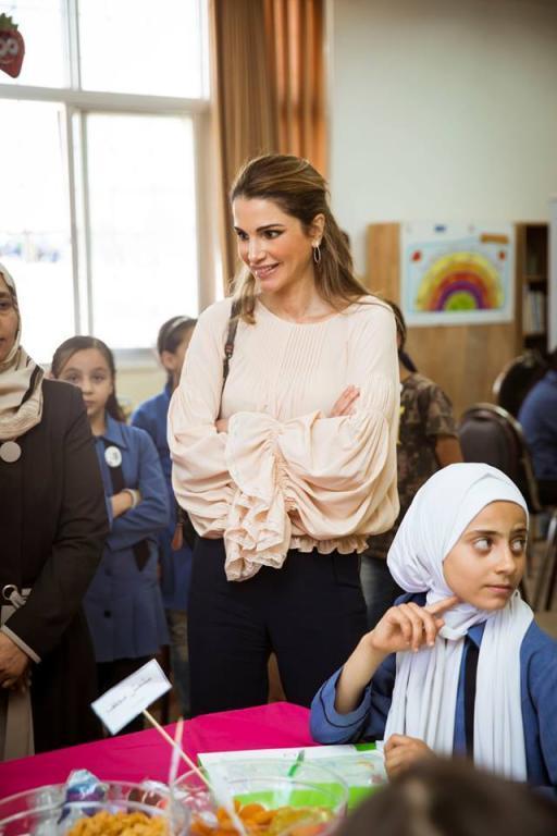 بالصور-اجمل-ازياء-الملكة-رانيا-العبدالله- بمناسبة- عيد- مولدها- (7)