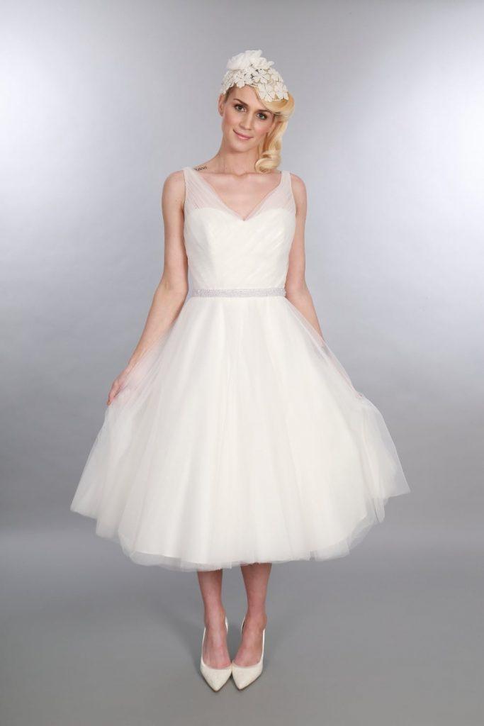 فستان-ابيض-قصير-منفوش